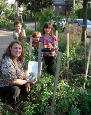 Sylvia Oliveira and kids with notice from Toronto forbidding her vegetable garden.  Toronto Star, Oct 22, 2010